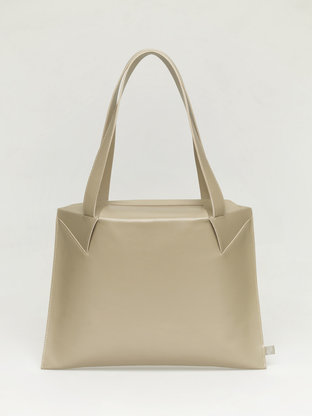Lie_shoulderbag_front-768x1024.gallery